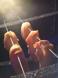 鶏タタキの燻製仕立て.jpg